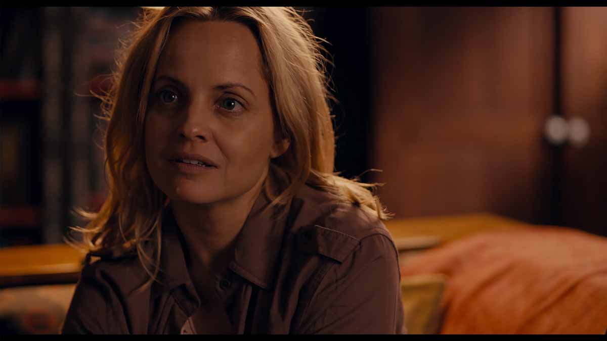 Mena Suvari actress in What Lies Below (2020)