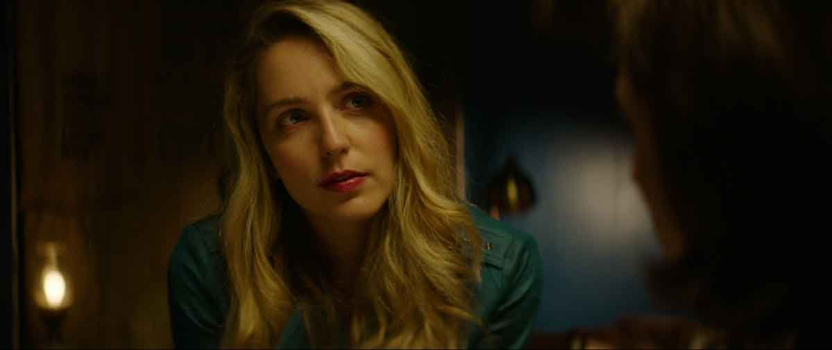 Actor Jessica Rothe as May