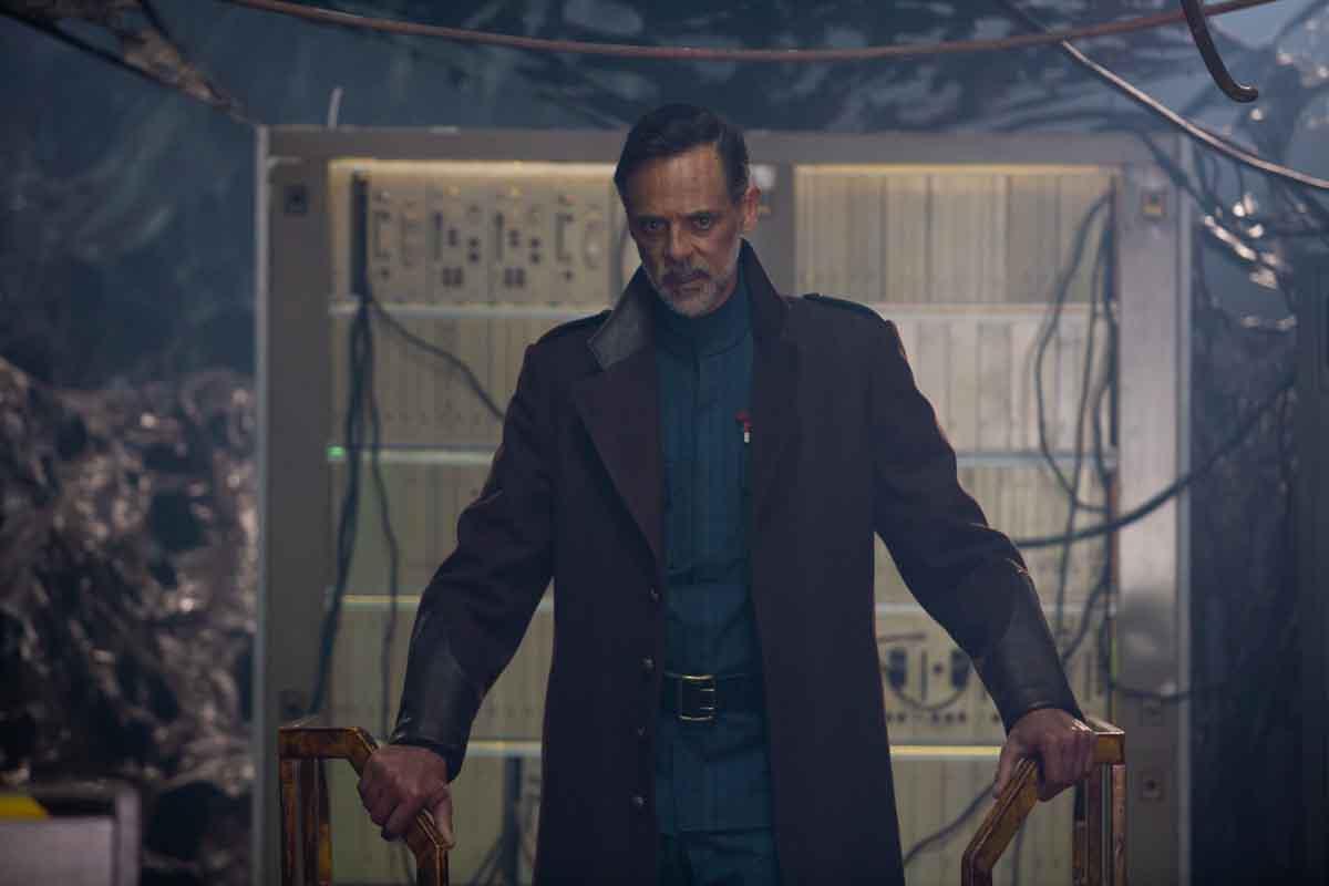 Actor Alexander Siddig in Skylines (2020)